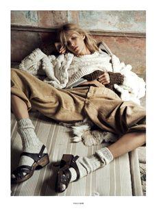 Anja Rubik Gets Cozy in Autumn Knitwear Looks for Vogue Paris by Lachlan Bailey Vogue Paris, Vogue Uk, Anja Rubik, Paris Fashion, New Fashion, Trendy Fashion, Winter Fashion, High Fashion, Fashion Shoot