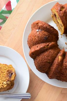 This banana-pumpkin Bundt cake is an easy cake recipe! Bake this delicious dessert recipe using cinnamon, ginger, nutmeg, bananas, Greek yogurt, pumpkin puree, maple syrup, vanilla, chocolate chips, and walnuts. You will love baking this fall dessert recipe for your friends and family!