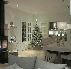 Interior Design Courses, Country Dining Rooms, Christmas Interiors, Cottage Christmas, Christmas Decorations For The Home, Gray Interior, Elegant Dining, Home Decor Furniture, My Dream Home