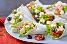 10 Healthy Sandwich Recipes You Probably Haven't Tried pita with greek salad healthy sandwich Healthy Sandwich Fillings, Healthy Sandwiches, Delicious Sandwiches, Pita Sandwiches, Healthy Low Calorie Meals, Low Calorie Recipes, Healthy Salads, Healthy Eating, Vegetarian Recipes