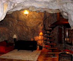 this would be so cool!!! mountain house with a basement in the mountain!!