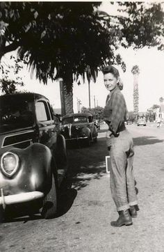U.S. Lady in jeans and boots, everyday 1940s wear for working women during the war, 1940s