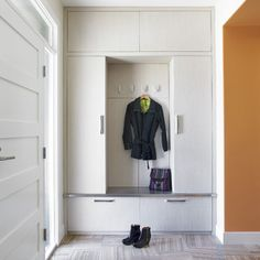 Contemporary Home Modern Mudroom Design Ideas, Pictures, Remodel, and Decor