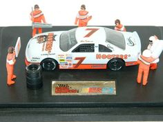 HOOTERS RACING NASCAR Racing Champions 1:43 Scale Pit Stop Showcase NEW IN BOX