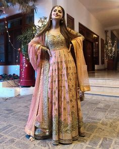 Pakistani Mehndi Dress, Beautiful Pakistani Dresses, Indian Dresses, Beautiful Dresses, Eid Dresses, Pakistani Fashion Casual, Pakistani Outfits, Indian Outfits, Choli Pattern