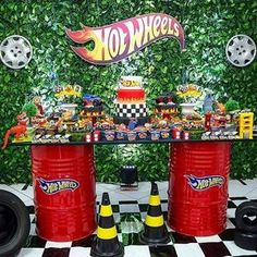 Hot wheels party - Celebrat : Home of Celebration, Events to Celebrate, Wishes, Gifts ideas and more ! Hot Wheels Birthday, Hot Wheels Party, Car Themed Parties, Cars Birthday Parties, Monster Truck Party, Monster Trucks, Kids Party Decorations, Party Themes, Party Ideas