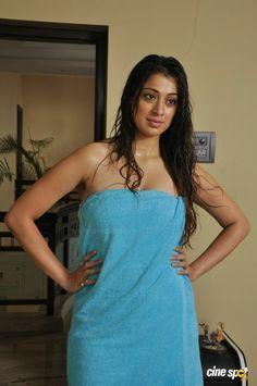 Sowkarpettai Actress Raai Laxmi Stills (5)