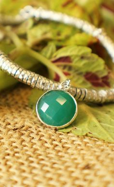 For all the green thumbs and proud vegetarians of the world, we present the Byblos green charm bracelet.