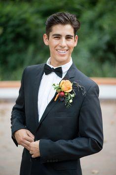tuxedo groom @weddingchicks