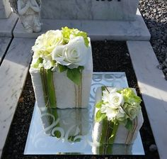 Thinking out of the box for a unique and stylish Guest Table.- Thinking out of the box for a unique and stylish Guest Table Centerpiece Thinking out of the box for a unique and stylish Guest Table Centerpiece - Flower Wreath Funeral, Funeral Flowers, Modern Floral Arrangements, Beautiful Flower Arrangements, Wooden Flowers, Rustic Flowers, Deco Floral, Arte Floral, Fleur Design