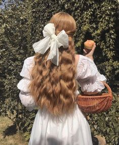 Find images and videos about hair, white and vintage on We Heart It - the app to get lost in what you love. Angel Aesthetic, Aesthetic Hair, Aesthetic Fashion, Aesthetic Bedroom, Hair Inspo, Hair Inspiration, Photographie Portrait Inspiration, Princess Aesthetic, Jolie Photo