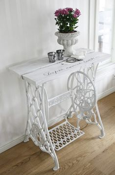 Sewing table vintage upcycled furniture New ideas Refurbished Furniture, Repurposed Furniture, Shabby Chic Furniture, Furniture Makeover, Vintage Furniture, Home Furniture, Furniture Ideas, Furniture Refinishing, Office Furniture