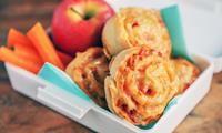 Kyllingfilet med crème fraîche og pasta i panne er spesialtilpasset barna. Lett å like, og enkel å lage! Creme Fraiche, Appetisers, Finger Foods, Apple Pie, Macaroni And Cheese, Nachos, Food And Drink, Pizza, Chicken
