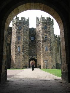 Alnwick Castle. Some scenes from Harry Potter were shot here! So freaking magical! Yes Please!!!