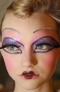 incredible eye makeup. This looks like a Dior couture show by Pat McGrath