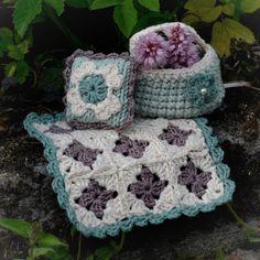 Passer til Maileg storesøstermus på ca 12 cm. Kan også passe til litt større kosedyr. Blanket, Crochet, Pattern, Model, Crochet Hooks, Blankets, Crocheting, Carpet, Patterns