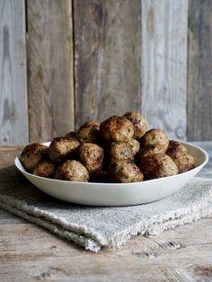 Lammekjøttboller Hummus, Baked Potato, Potatoes, Baking, Ethnic Recipes, Food, Homemade Hummus, Bread Making, Meal