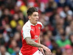 Arsenal full-back Hector Bellerin considering Manchester City move?
