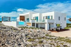 Check out this amazing Luxury Retreats beach property in Turks and Caicos, with 5 Bedrooms and a pool. Browse more photos and read the latest reviews now.