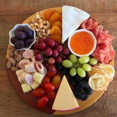 Category archive for Pra Petiscar. Charcuterie Recipes, Charcuterie And Cheese Board, Cheese Platters, Food Platters, Appetizer Recipes, Appetizers, Tasty, Yummy Food, Food Presentation