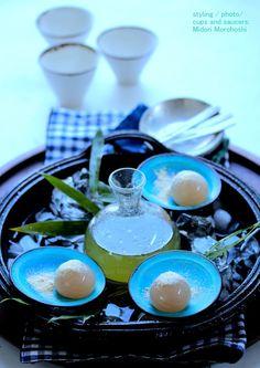 【和菓子:『蓮子餅 ~ Hasuko-mochi 』by たねや さんtaneya 】I arranged blue small dishes in the Sukiyaki-Nabe(Japanese ironware) which I put ice in, and served a rice cake on the top. It is like a floating full moon in the sky. It may be good at the time of Blue Moon appreciation tomorrow(31.July). ※ I make styling with sweets on the market. I do food styling with my own ceramic tableware. It would be my pleasure for me if you can enjoy it.