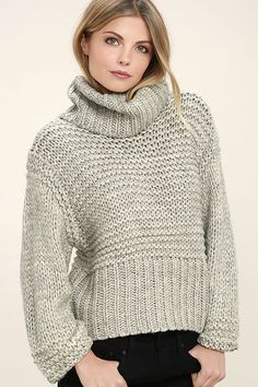 The Heart-to-Heart Heather Grey Crop Sweater will add a little chic to your cozy night in! Thick cable knit shapes an oversized bodice with slit turtleneck. Sweater Knitting Patterns, Knit Patterns, Cable Knit Sweaters, Knit Cardigan, Oversized Sweaters, Lush Clothing, Cropped Sweater, Grey Turtleneck, Grey Sweater