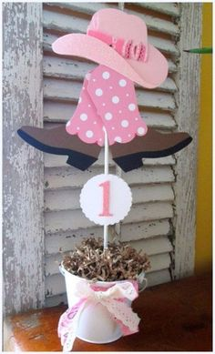 Cowgirl Party Decorations/Centerpieces with Boots and Hat Cowgirl Partydeko / Mittelstücke mit Stiefel und Hut Rodeo Birthday, Horse Birthday Parties, Cowboy Birthday Party, Farm Birthday, Birthday Ideas, Cowboy Party, Pony Party, Hat Party, Cowgirl Decorations