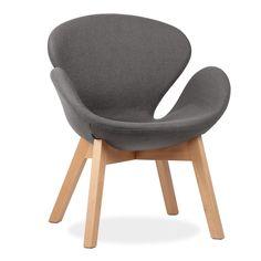 Inspiriert vom Stuhl Swan von Arne Jacobsen.      Beine aus Naturbuchenholz.            Mit Stoffbezug.        Der Stuhl SWAN WOOD ARMS präsentiert sich mit seinen gekrümmten Linien in einem zeitlosen Design, das von der Natur inspiriert ist. Wie der Name schon sagt, wenn wir uns an seinen Formen orientieren, können wir die Figur eines Schwanes ausmachen, der auf dem Wasser schwimmt und die Flügel ausbreitet.  Die Wahl eines so schönen und majestätischen Vogels als Schöpfungsmodell erk...
