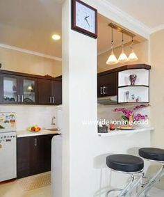 Browse photos of Small kitchen designs. Discover inspiration for your Small kitchen remodel or upgrade with ideas for organization, layout and decor. Small Space Kitchen, Kitchen Sets, Small Spaces, Modern Kitchen Cabinets, Kitchen Interior, Kitchen Walls, Small Apartments, House Rooms, Home Kitchens