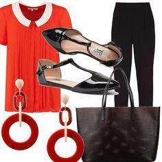 Camicia plissè con colletto con manica corta red-white, pantalone alla caviglia nero, ballerina con cinturino alla caviglia in vernice nera, maxi borsa traforata nero-rosso