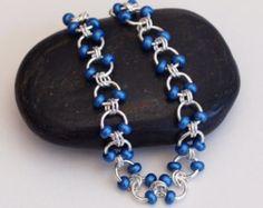 Verkauf - Metallic Blau Perlen Chainmaille Armband, Kabel Webart Chainmail Armband, Kettenhemd Schmuck, Chainmaille Armband, Perlen Kette Mail