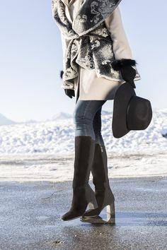 Wind, Schnee & Kälte: Bei jedem Wetter perfekt gestylt mit unseren All Weather Stiefeln. #derschuhmeineslebens #paulgreen #allweather #boots www.paul-green.com Dna, Knee Boots, Fashion, Fashion Styles, Paul Green Shoes, Snow, Weather, Boots, Clothing