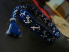 Pattern for making an anchor friendship bracelet. I shall try this one soonish.