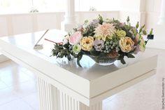 Купить Интерьерная композиция с цветами - разноцветный, розы, ранункулюс, георгин, эустома, эвкалипт, Бруния