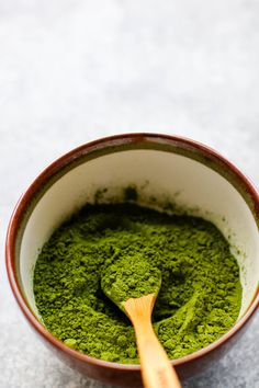 Energize with this vegan matcha latte with almond milk and cinnamon. Super creamy and sugar free. Flax Seed Pancakes, Organic Matcha Powder, Matcha Whisk, Cinnamon Almonds, Pure Maple Syrup, Matcha Green Tea, Vegan Baking, Healthy Alternatives, Latte