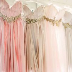 we are LOVING these gorgeous ombre bridesmaid dresses! {image by KT Merry Photography via Style Me Pretty}