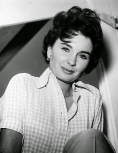 Vintage Glamour Girls: Jean Simmons