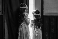 Flower girls with vintage inspired dresses. Avio Winery, Sutter Creek, CA. Sutter Creek Wedding, photography by Kept In Time Photography.
