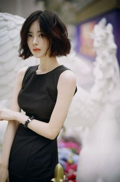 This messy and yet elegant chin length bob is perfect for girls with small faces. The waves could give the hair more volume and even attitude. Short Hair, Don't Care! There are a lot of things that you can do… Continue Reading → Source by elizabethbors Asian Short Hair, Girl Short Hair, Short Hair Cuts, Short Hair Styles, Korean Short Hairstyle, Korean Hairstyles Women, Korean Beauty, Asian Beauty, Chin Length Hair