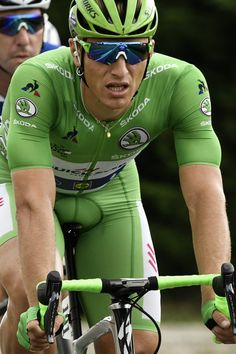 Marcel Kittel wearing the best sprinter's green jersey rides during the 203,5km eleventh stage of the 104th edition of the Tour de France cycling race on July 12, 2017 between Eymet and Pau. / AFP PHOTO / PHILIPPE LOPEZ