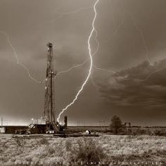 Drilling Rig, lightning strike, oil and gas Midland Texas, Midland County Oilfield Trash, Oilfield Life, West Texas, Texas Usa, South Texas, Midland Texas, Drilling Rig, Oil Rig, Texas History