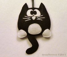 Ornement de Noël feutre de chat Tuxedo réglisse par SpokenStitch