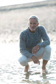 The first agency only for baby-boomers and seniors! Men With Grey Hair, Worlds Of Fun, Masters, Male Models, Men Sweater, Handsome, Mens Fashion, Baby, Hairstyles