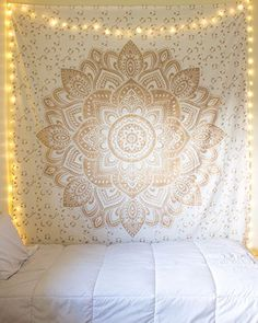 "Craftozone rses555571 Beautiful Ombre Heart Mandala Tapestry, 85"" x 90"", Golden"