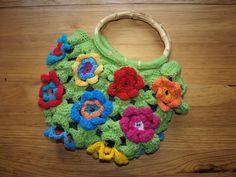 Květinová+taška+kabelka+Háčkovaná+taška+je+vypočívkovaná+s+bambusovými+držadly.