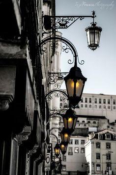 Praça da Figueira, Lisboa downtown at the dawn. Places In Portugal, Visit Portugal, Algarve, Lisbon Restaurant, Portuguese Culture, Portuguese Food, Street Lamp, City Lights, Street Lights