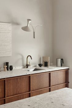 Do you want to have a hint of modern aura to your house? Then checkout these Modern Japanese Interior Design concepts For Houses! Nordic Kitchen, Minimal Kitchen, Scandinavian Kitchen, Rustic Kitchen, Kitchen Ideas, Kitchen Planning, Minimal Home, Scandinavian Design, Kitchen Decor