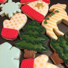 Jason is working on my neverending list of Pinterest projects while I work on this whimsical winter set. It's a win/win!!! #thedoughmestichousewife #doughmestichousewife #decoratedcookies