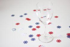 17. Mai - frokostbordet er dekorert med konfetti