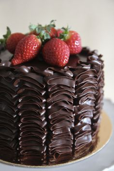 chocolate ruffle cake by Lume Brando, via Flickr
